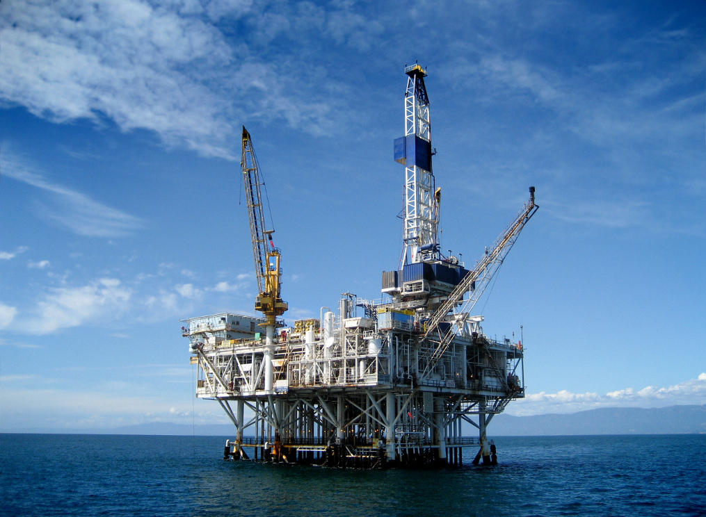 stockfresh_1329661_offshore-oil-rig-drilling-platform_sizeM